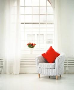 mit neuen gardinen die raumwirkung ver ndern. Black Bedroom Furniture Sets. Home Design Ideas